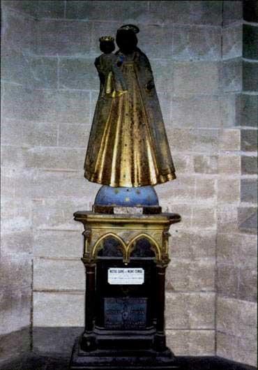 Фулканелли. Тайна соборов, http://coollib.xyz/b/182168  – I. Чёрная Дева в подземельях Шартрского собора («Наша подземная Госпожа»)
