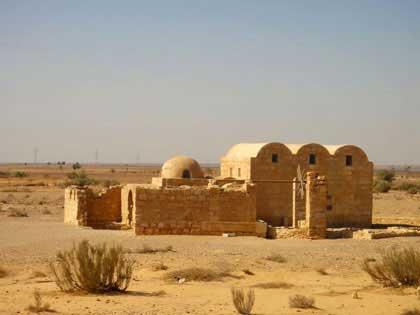 Иордания, Каср Амра-1, 710 год; http://cappadocia-elenatruva.ru/wp-content/uploads/amra_jordan_1.jpg