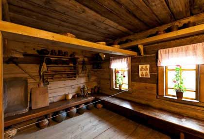 Характерным для интерьера избы является наличие встроенной мебели, которая рубилась вместе с домом: лавки, полати, полки. http://forum.citywalls.ru/image21-21587.jpg?mt=1299606418