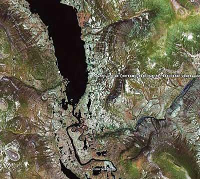 Географический центр России. Озеро Виви с высоты 15 км, http://tvsh2004.narod.ru/vivi/geocentr_rf_googl.html
