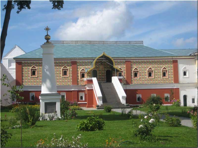 Здание покоев для всех монахов Ипатьевского монастыря