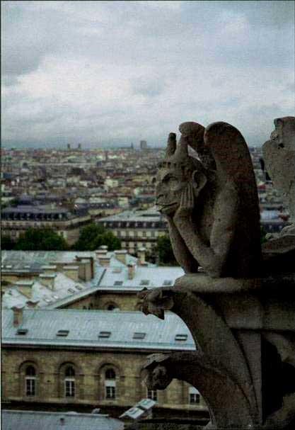 Фулканелли. Тайна соборов, http://coollib.xyz/b/182168  – XXIII. Унылый демон-мыслитель Нотр-Дам де Пари озирает город