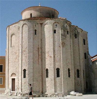 Церковь св. Доната в Задаре, IX век  http://ru.wikipedia.org/wiki/Файл:Zadar_-_?glise_Saint-Donat.jpg