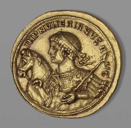 Медальон.  Древний Рим. Нумериан, 283–284 // золото, чеканка; диам. 3,4 см, вес 26,97 г.  Государственный Эрмитаж, http://www.hermitagemuseum.org
