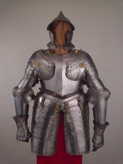 Полудоспех, 1610–1620 // Швейцария; сталь, бронза; чеканка, золочение.  Государственный Эрмитаж, http://www.hermitagemuseum.org