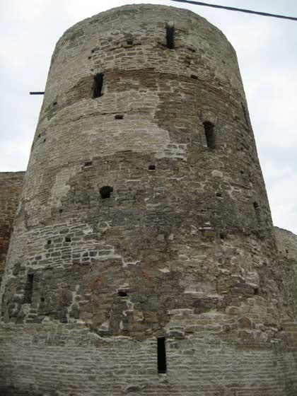 Крепость Изборск, башня, 2014