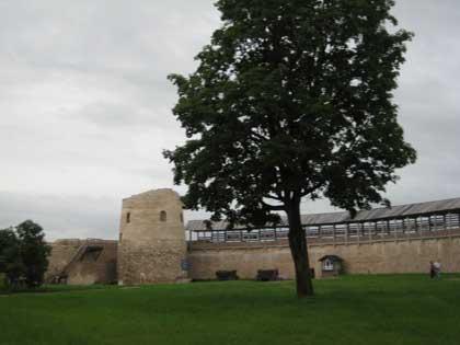 Крепость Изборск, внутри крепости, 2014